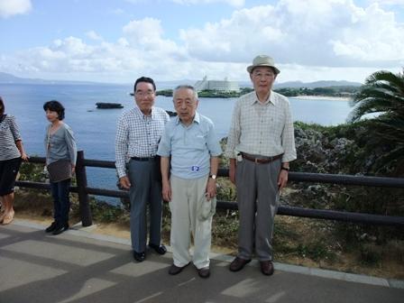 東シナ海を望む所で記念写真1枚