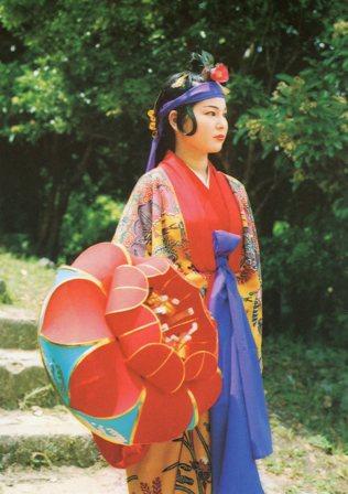 沖縄・琉球舞踊の踊り子