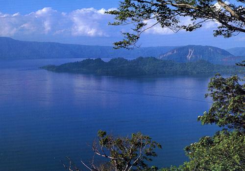 発荷峠より望む十和田湖