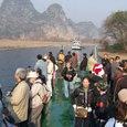 漓江下り乗船風景(前後に数台列をなして)