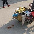 バナナを単車で販売風景